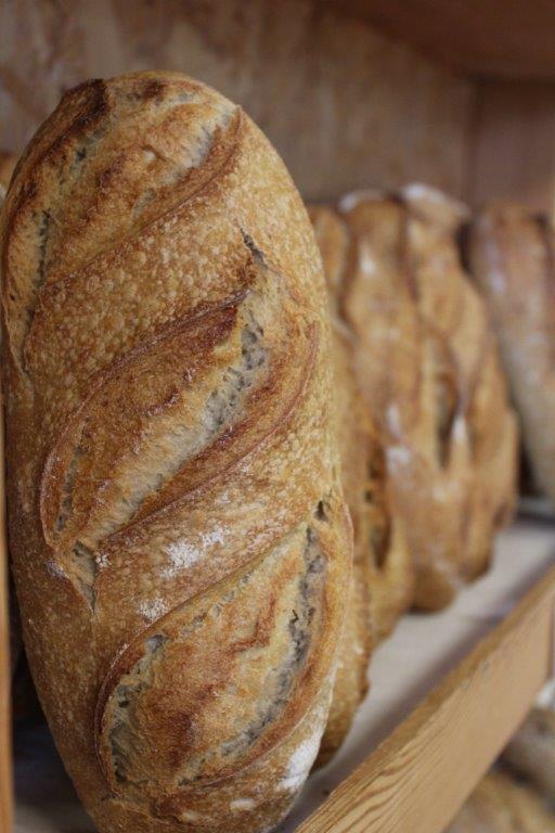 Du pain et des gâteaux bio au magasin